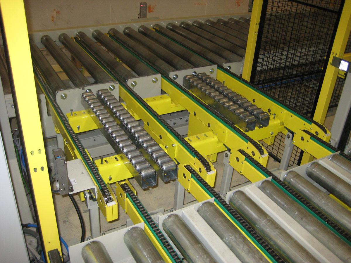 Kettengetriebene Rollenbahnen Paletten Und Containerbeforderung